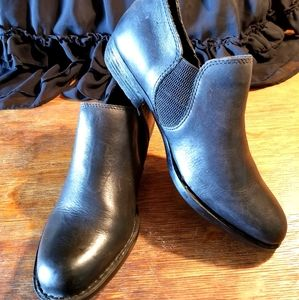 BORN gordy BLACK LEATHER ankle bootie PULL ON 8